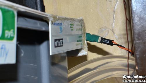 Разъём на блоке вентиляторов испарителя-охладителя