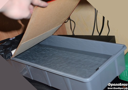 Самодельный увлажнитель и охладитель тёплого воздуха от компьютера с поднятой крышкой