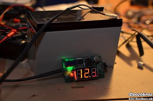 Свинцовый аккумулятор с подключённым преобразователем напряжения